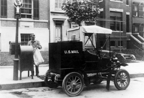 1906 U.S. mail truck. Wikimedia Commons